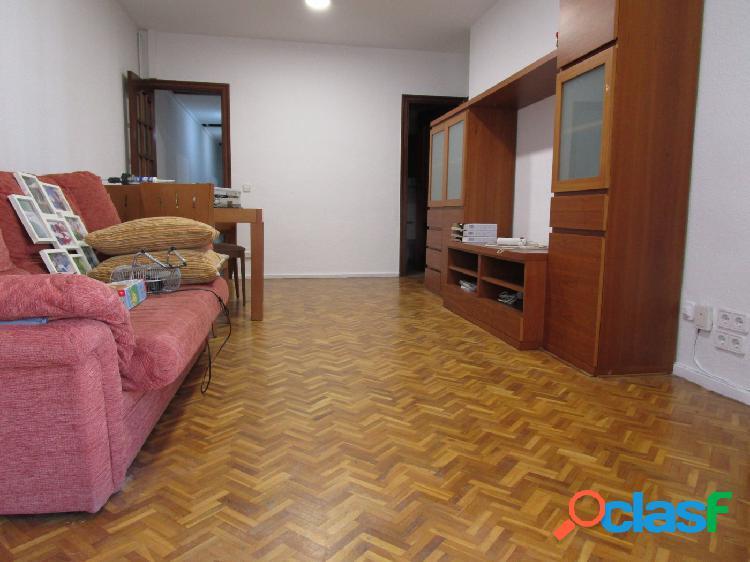 Piso de tres habitaciones en Sants - Les Corts