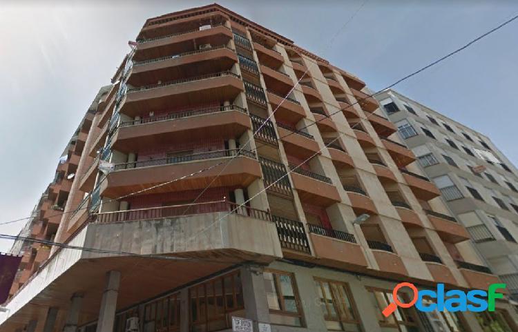 Piso en Elche zona Centro, 190 m2 5 habitaciones, 2 baños.