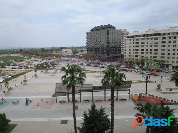 Piso en venta, con vistas a la plaza. Alzira