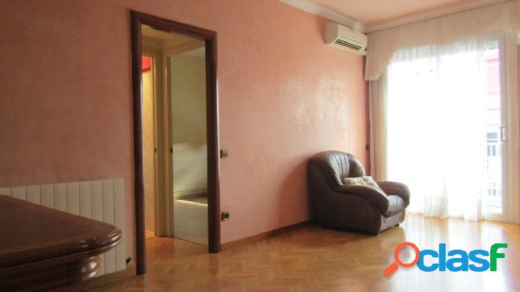 Piso en venta de 80m2 con 4 habitaciones y 2 baños junto