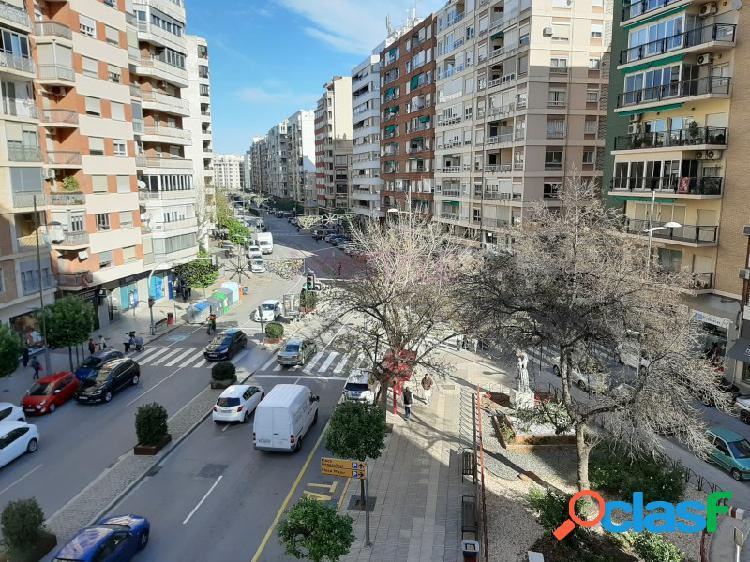 Piso en venta en Alzira. Avenida principal.
