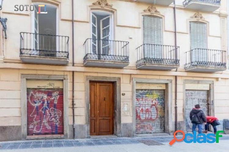 Piso en venta en Calle ESCUELAS, Granada