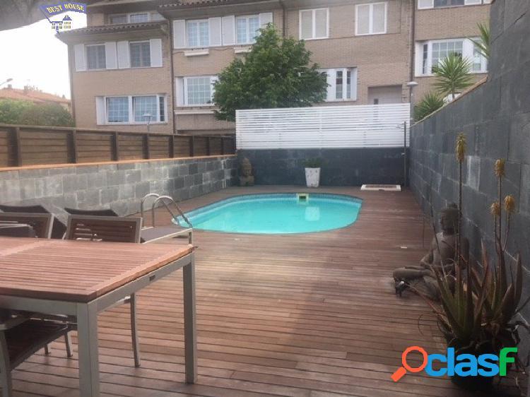 Preciosa casa con piscina propia, garaje y jardín