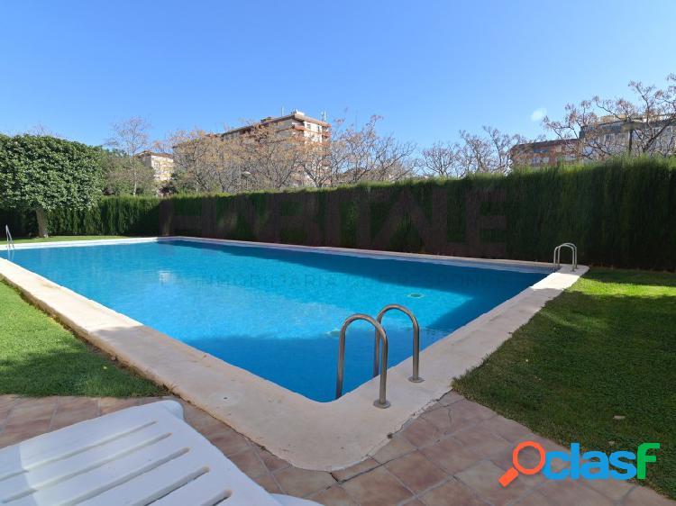 Precioso piso en complejo con piscina y zonas comunes en
