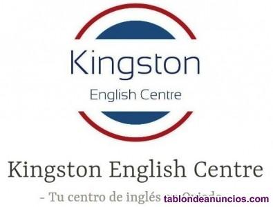 Profesor nativo de inglés da clases en negocios