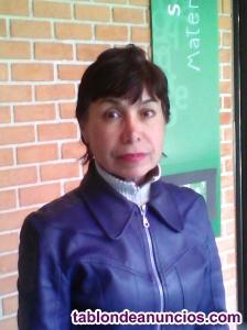 Profesora bilingue usa, acento americano.