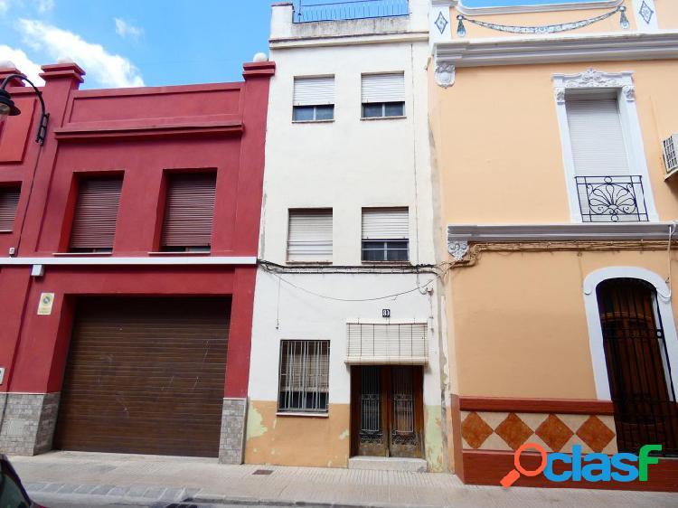 SIN NINGUNA COMISIÓN!!! Casa en la calle Colón con
