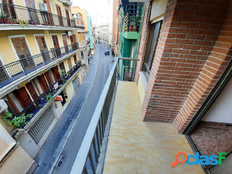 SIN NINGUNA COMISIÓN!! Piso con terraza en la calle Santa