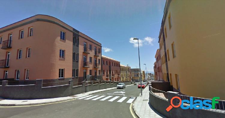 San Isidro. Piso.3 habitaciones,2 baños, con garaje mucha