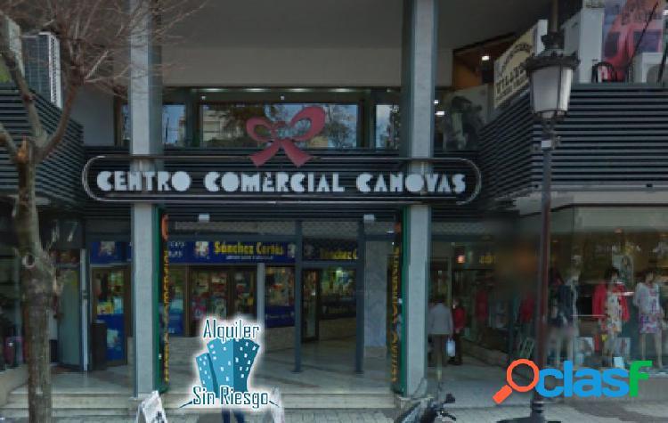 Se alquila Local en Centro Comercial de Cánovas