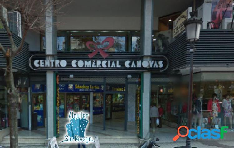 Se alquila bar en Centro Comercial de Canovas
