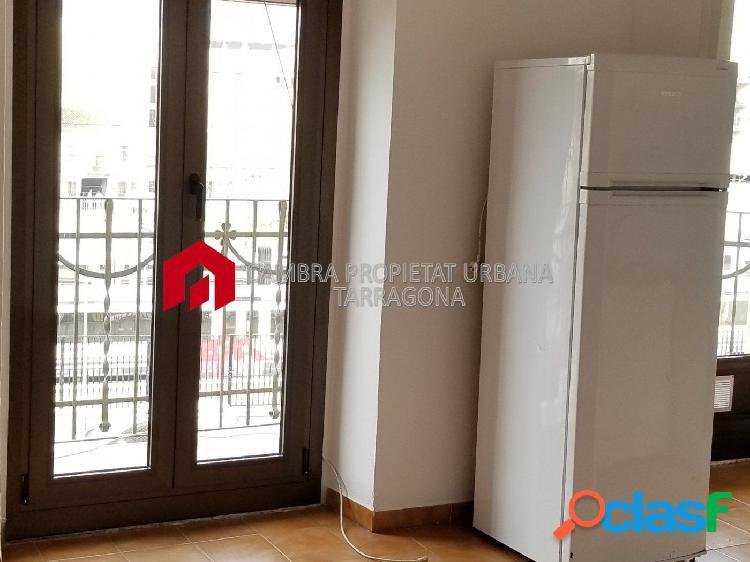 Se alquila piso de dos habitaciones en Tortosa