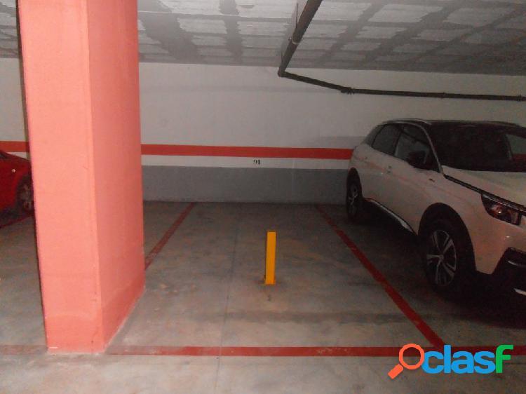 Se alquilan dos plazas de garajes contiguas al lado del