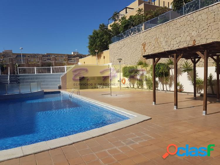 Se vende espectacular piso en El Médano con terraza de 90
