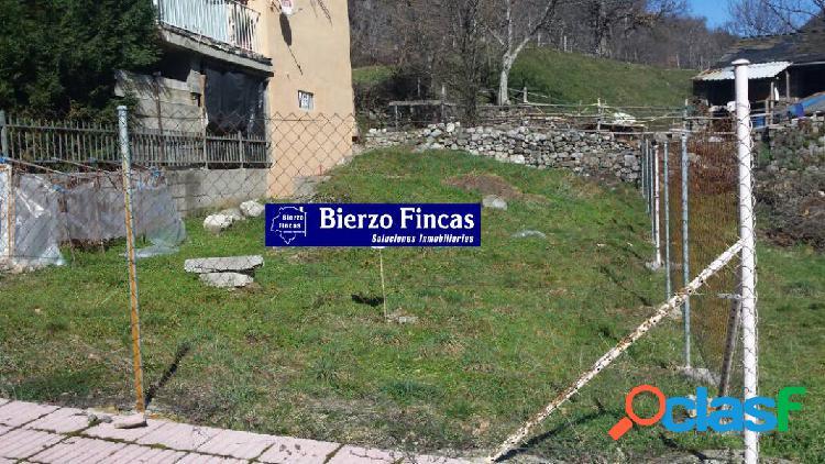 Se vende solar urbano en Palacios del Sil.