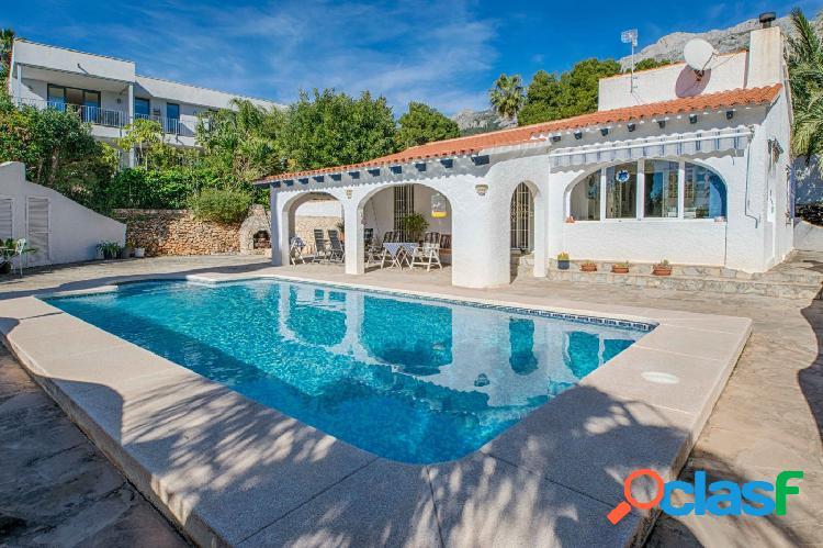 Una encantadora villa típica española con 3 dormitorios en