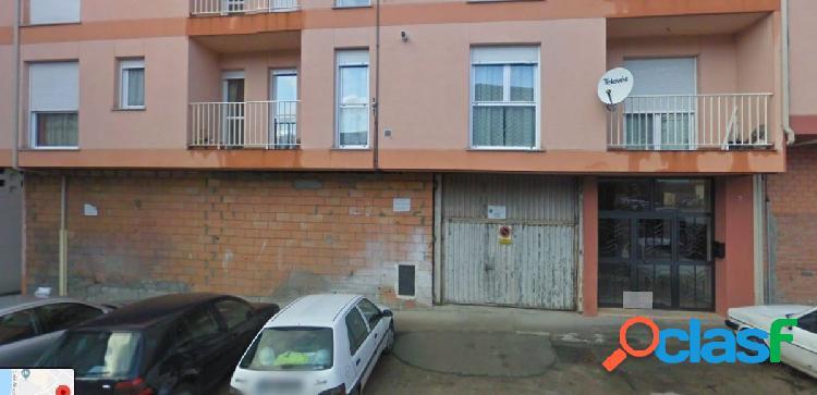 Urbis te ofrece magnífico Almacen, Estacionamiento en Alba