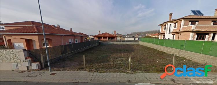 Urbis te ofrece parcela en Urbanización El Juncal,