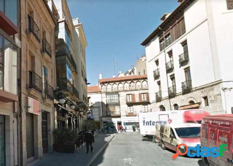 Urbis te ofrece un céntrico piso de alquiler en Salamanca.