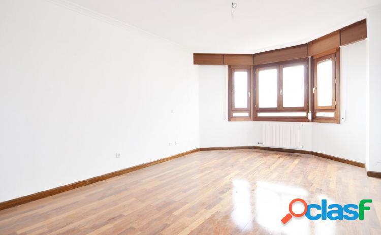 Urbis te ofrece un estupendo piso en Urbanización Veralux,