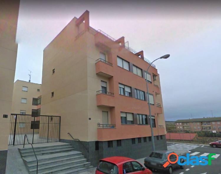 Urbis te ofrece un estupendo piso en zona Tejares,