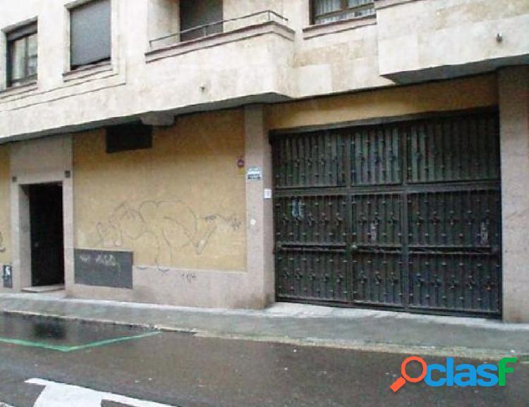 Urbis te ofrece un garaje en zona Salesas, Salamanca.