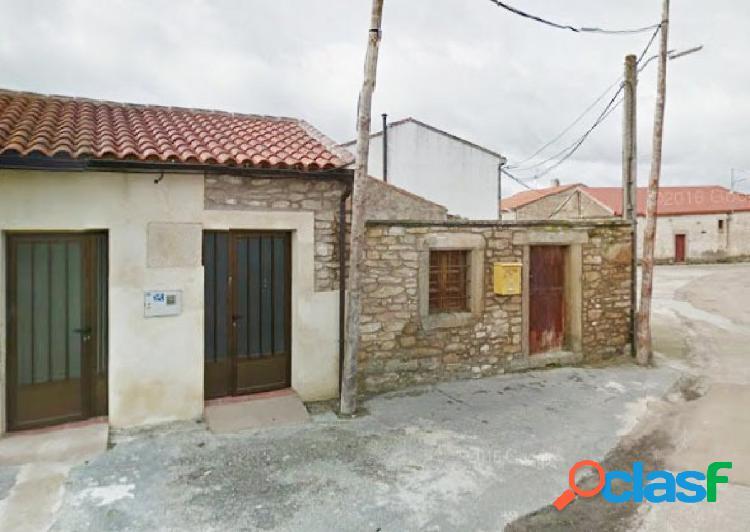 Urbis te ofrece un local comercial en Villar de Peralonso,