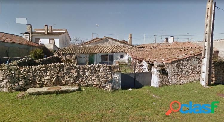 Urbis te ofrece una casa de pueblo en Santa María de Sando.