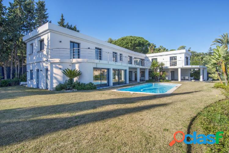Venta de villa en Nueva Andalucía con 8 habitaciones y 2