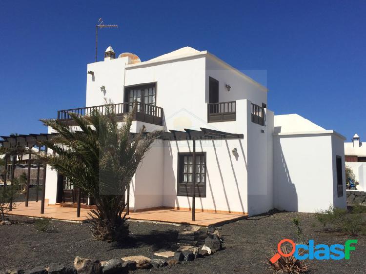 Villa de 3 dormitorios con piscina comunitaria