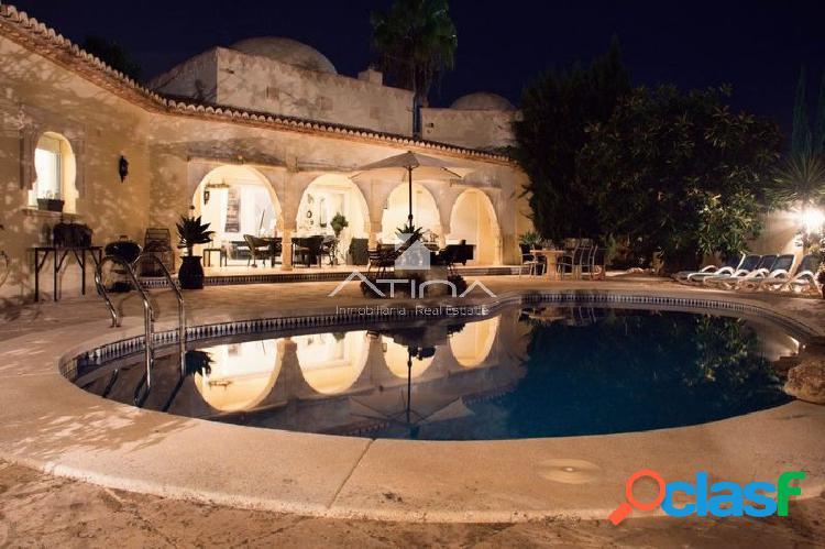 """""""Villa de diseño único estilo marroquí junto a Cala"""