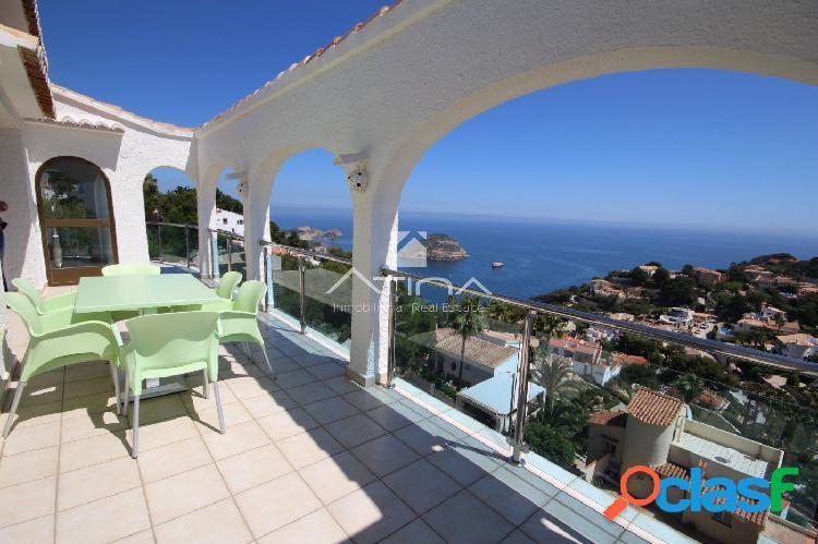 """""""Villa de lujo reformada con magníficas vistas al mar"""