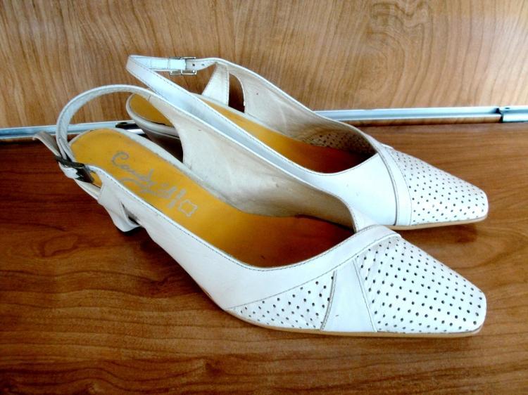 Zapato de piel beige ancho especial Nuevo t39