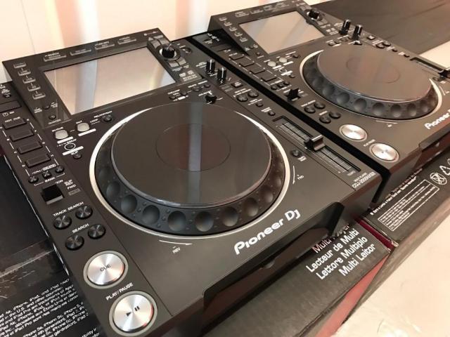 2x Pioneer CDJ-NXS2 + 1x DJM-900NXS2 mixer por  EUR,