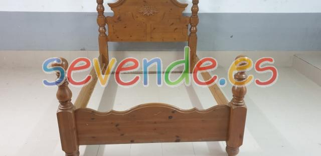 Cama doble de madera maciza tallada