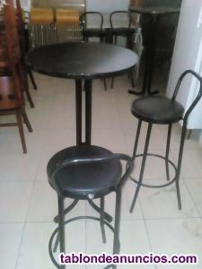 Juego de taburetes y mesas altas
