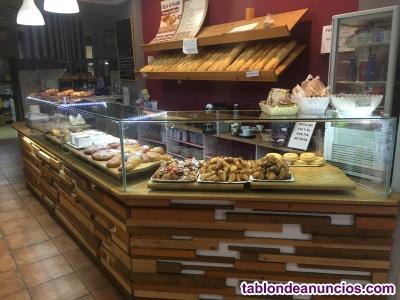 Traspaso de despacho de pan con mucha afluencia de paso