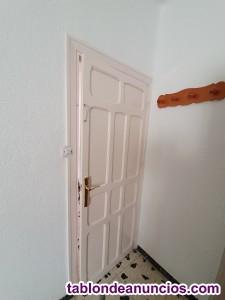 Cinco puertas de piso con marco buen estado
