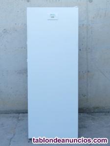 Congelador vertical 237 litros