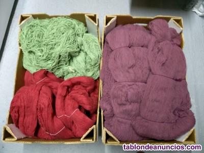 Lote de dos tricotosas mas lanas de colores variados