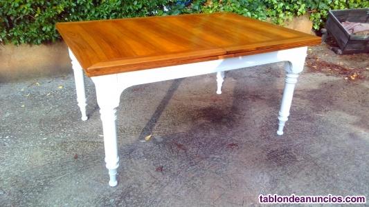 Preciosa mesa de comedor antigua