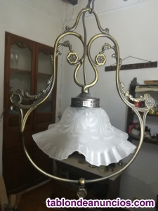 Lámpara de techo de bronce y tulipas