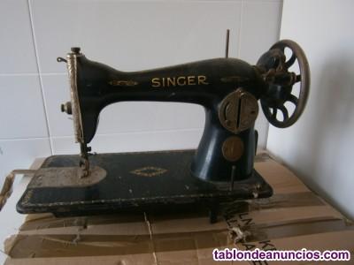Vendo por traslado máquina de coser marca singer del año