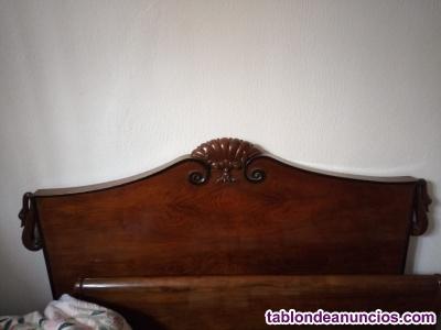 Se vende cama y mesitas de noche de nogal (antigüedad mas