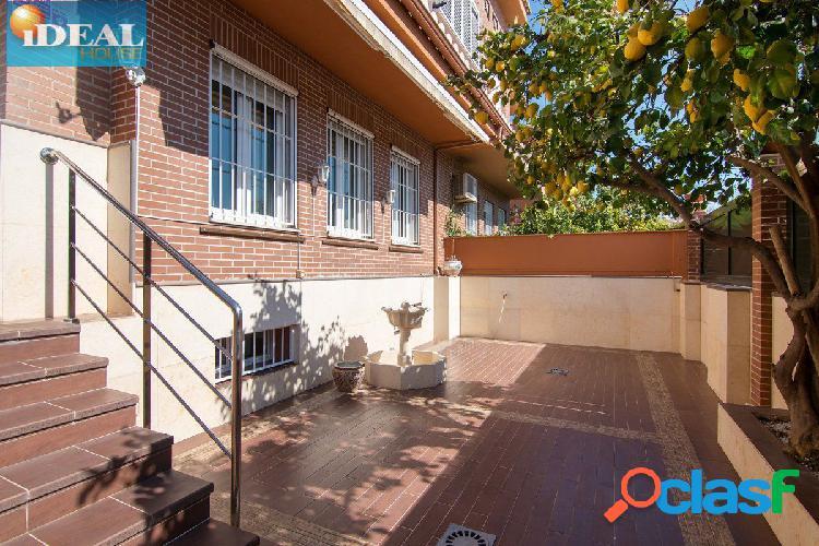 A6761J1. Magnifica casa pareada haciendo esquina en Palacio