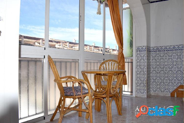 Acogedor bungalow de planta alta de 2 dormitorios, a tan