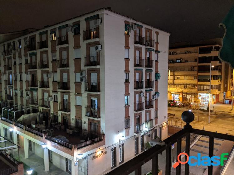 Alquiler de 3 habitaciones, terraza y balconera! OPORTUNIDAD