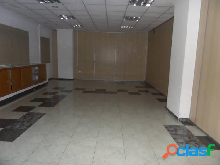 Alquiler de local comercial en primera linea 216 m2.