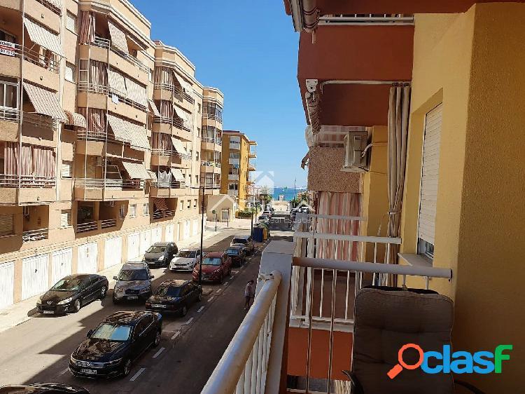 Amplio apartamento con vistas al mar situado en la playa de
