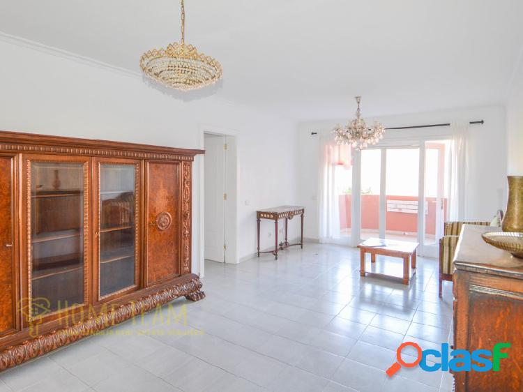 Amplio apartamento ubicado en la tranquila zona de San